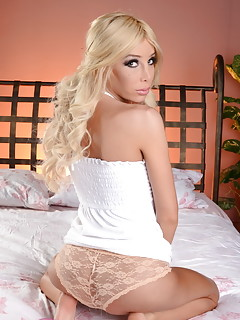 Blonde Shemale Pics